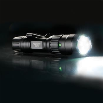 Pelican™ 7600 Tactical Flashlight performance surpassing 900 lumens